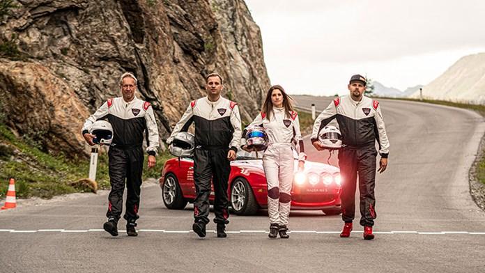 Mazda Garage Team stellt Kurven-Weltrekord im Mazda MX-5 NA auf
